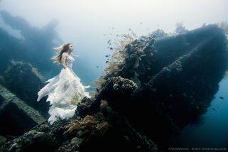 Een epische fotoshoot op 25 meter diepte in de zee van bali