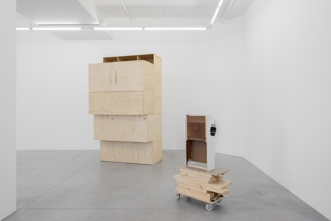 """Image: Gallery view of """"Pieterjan Ginckels – LEAKERS"""" © hv-studio, courtesy the artist & Hopstreet Gallery"""