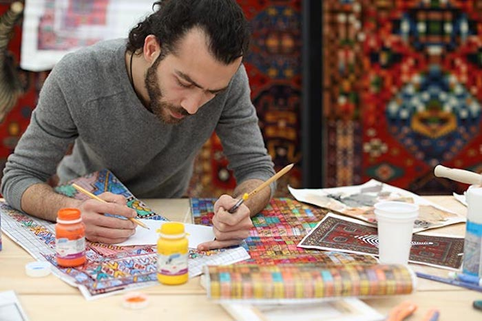 faig-ahmed_working-in-his-studio-in-baku_azerbaijan_image-courtesy-of-the-artist-and-cuadro-gallery