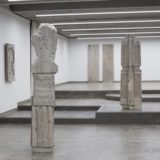 Een studie over ideologie… Boeiend werk van Luca Monterastelli bij Deweer Gallery