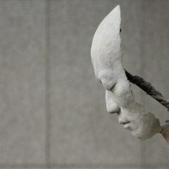 Existentiële beeldhouwwerken… ontdek het indringende werk van Park Ki Pyung !