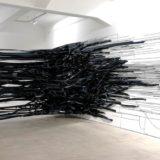 Kunstinstallatie met kilometers plakband… een bijzondere ervaring!