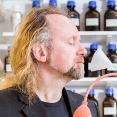 Peter de Cupere: op zoek naar het parfum van een onbewoond eiland