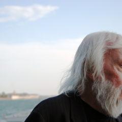 R.I.P. John Baldessari. Het leven en werk van de kunstenaar in een kortfilm van Tom Waits.