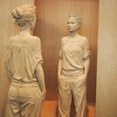 Jouw lichaamshouding verraadt wie je bent. De onweerstaanbare houten beelden van Peter Demetz